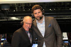 """NHL-kommentatorn Mike """"Doc"""" Emrick tillsammans med Björn Oldéen."""