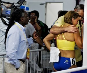 Sommar-OS 2008 Peking, friidrott, 100m hŠäck, damer semifinal. Susanna Kallur, Sverige, med Bjöšrn Folin, SOK.