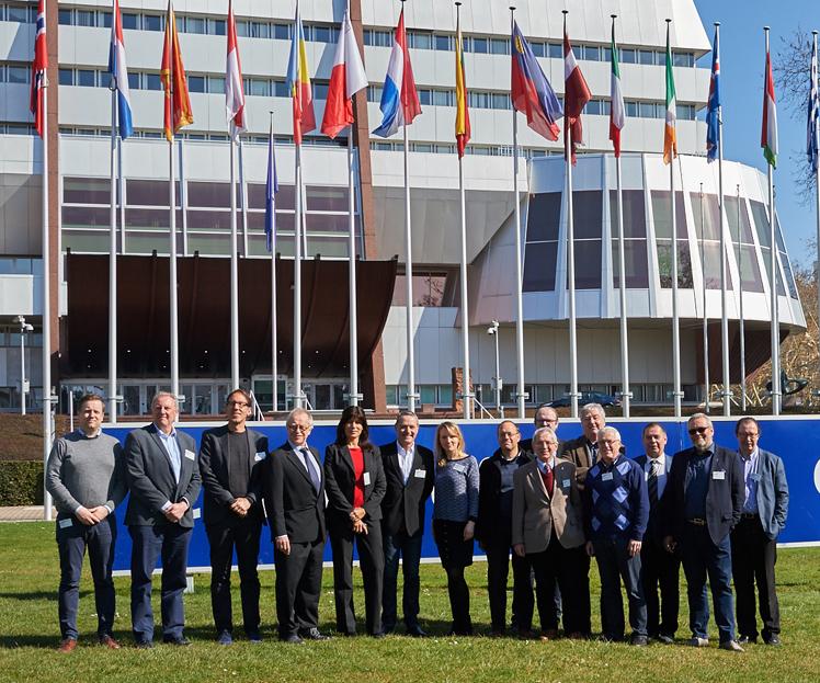 Sportjournalistförbunden i Sverige, Norge, Danmark, Finland, Island, Belgien, Nederländerna, Luxemburg, Schweiz, Österrike, Tyskland och Frankrike har gemensamt tagit ställning för pressfrihet och demokrati. Här utanför Europarådet i Strasbourg, där Sverige representerades av SSF:s ordförande Lisa Edwinsson på ett möte i onsdags.